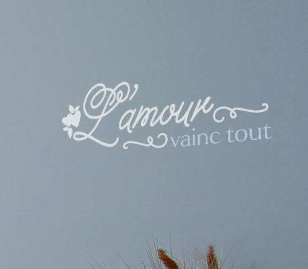 L'amour Vainc Tout  Wall Decal