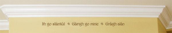 Ith go sláintiúil ~ Gáirigh go minic ~ Gráigh alán Wall Decal
