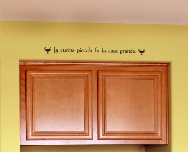 La cucina piccola fa la casa grande Wall Decal