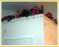 inspirational wall quote along wall top on garden themed bathroom