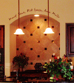 Wall decal on the Italian inspired kitchen - Mangi bene, Ridi Spesso, Ama Molto